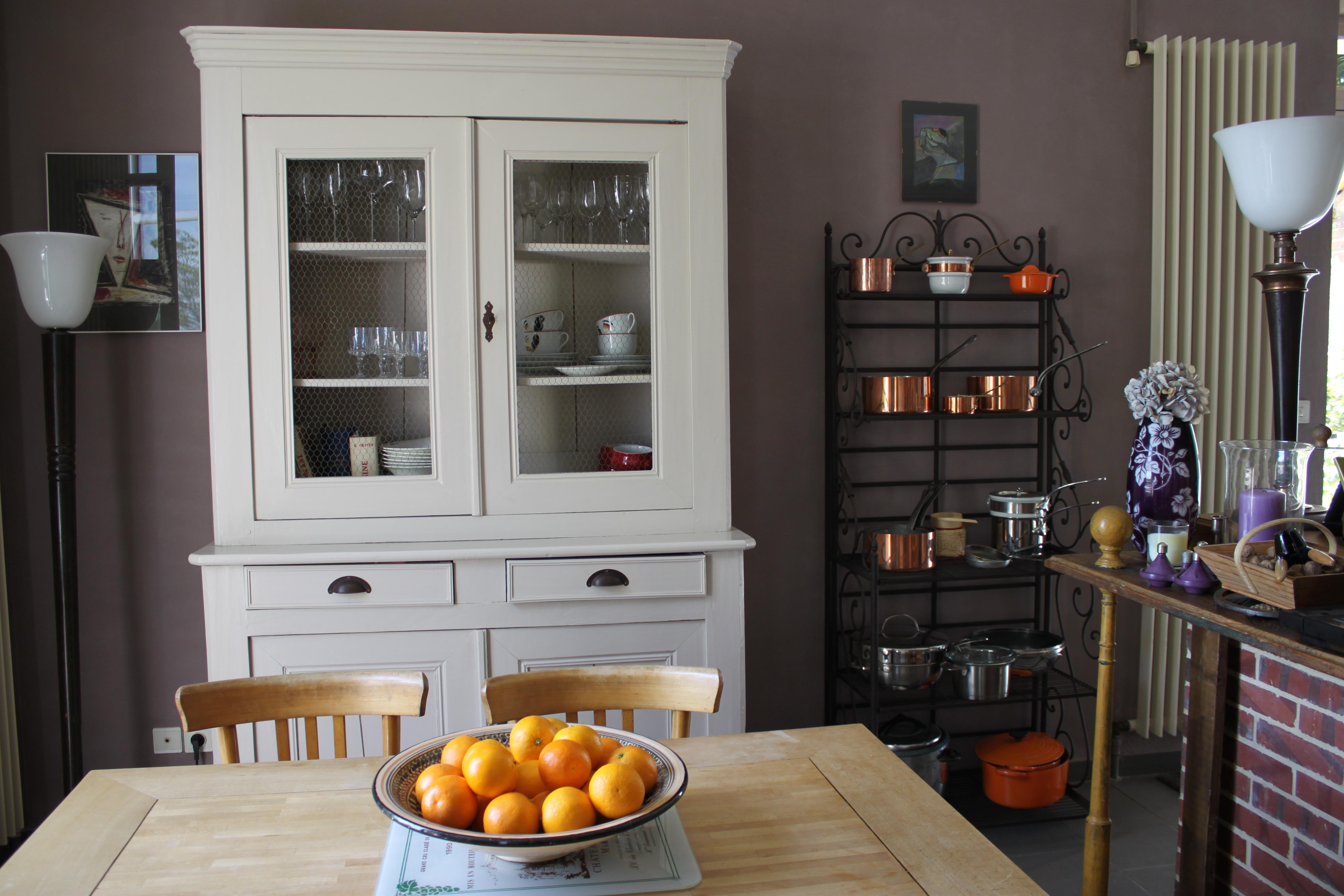 Armoire vaisselle for Peindre une petite piece